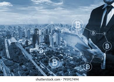 Geschäftsmann mit Händen bietet Bitcoin Concept Design.