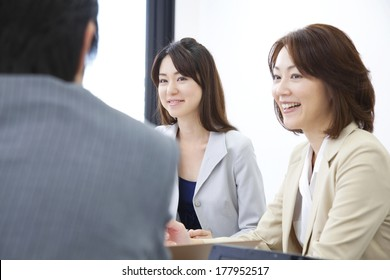 Businessman and Japanese businesswoman during the meeting