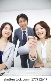 Businessman and Japanese businesswoman smiling