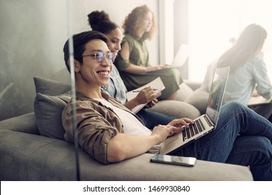 Businessman in office connected on internet network. concept of startup company