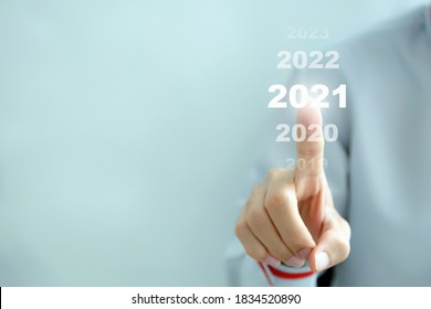 Businessman pointing business calendar happy new year 2021 - Business concept.