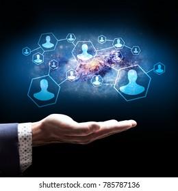 Businessman present bonds in social network.