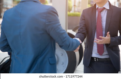 Businessman shaking hands and standing together outside, finishing up a meeting, Business concepts.