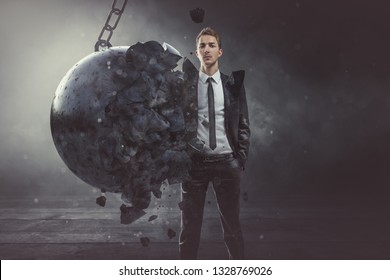 El hombre de negocios es firme