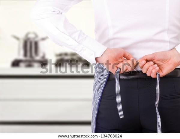 businessman-tying-apron-strings-600w-134