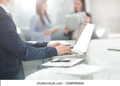businessman working on laptop at Desk.photo with copy space