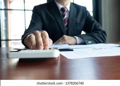 Businessmen, financial, work, accounting, investment advisors Consulting work Work in the office