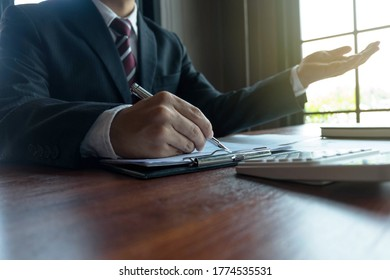 Businessmen present business plans and marketing to the boss.Business concept.