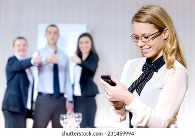 businesspeople in group communication/businesspeople