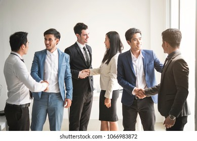 Businesspeople making handshake agreement. concept cooperation.