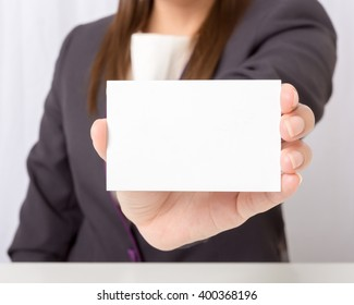Businesswoman holding a blank card,focus blank card.
