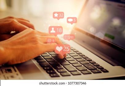 Ordinateur portable professionnel avec ,Social, média, concept Marketing.