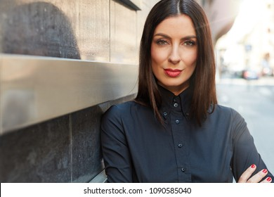 Businesswoman portrait - Attractive young woman on the street.