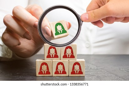 Businesswoman puts wooden blocks with the image of female employees. The concept of management in a team. Human resources. Women's team. Hiring workers. Dismissal. Headhunting. Human resources