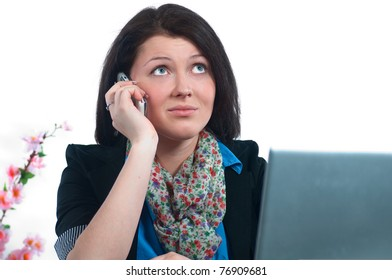 The businesswoman works at the computer at the office