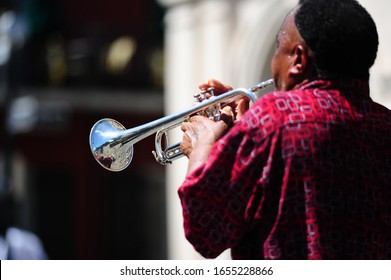 buskers play trumpet in new orleans