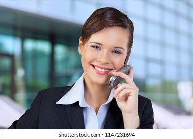 Bussines woman talking on the phone