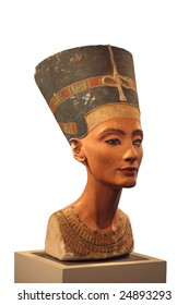 Bust of Nefertiti in a museum of Berlin