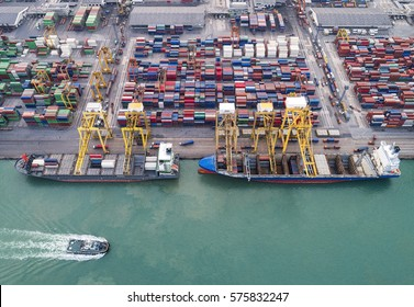 The busy of port congestion loading and discharging  containers services in maritime transports in World wide logistics