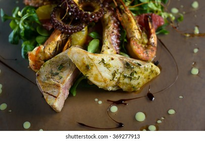 Butter fish and tuna steak with seafood garnish