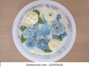 Buttercream flower cake decorating