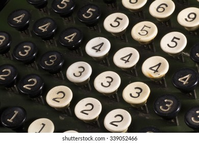 Buttons calculating machine