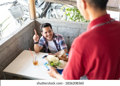 the buyer calls the stall waiter who prepares and serves side dishes at the food stall