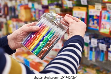 Buyer selects felt pens in the stationery store