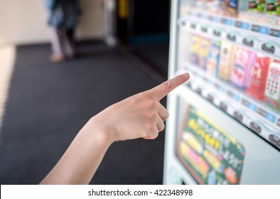 Buying drink at the vending machine