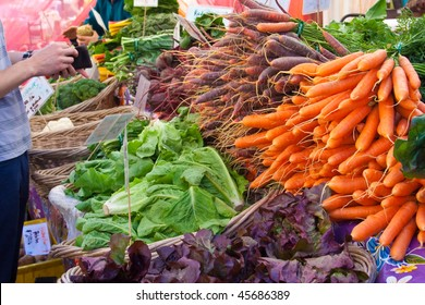 buying produce at farmers market