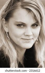 b&w portrait of blond beauty