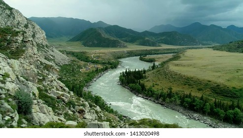 By the general nature of the valley, the Katun is divided into three sections: the upper Katun, from the source to the Cox River, 186 km long, the middle Katun from the mouth of the Cox to the Sumultu