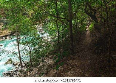 En marchant sur le sentier Imbut, dans les Gorges du Verdon.