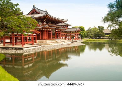 Byodoin temple wooden architecture and design