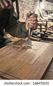 Cabinetmaker chisel to carve