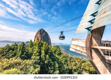 cable car on the way to the sugar loaf mountain in Rio