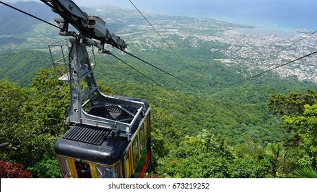 cable car at the pico isabel del torres mountain