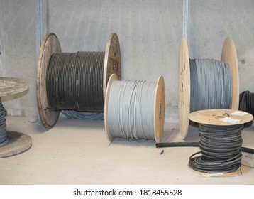 cable reel for plugging devices and machines with power