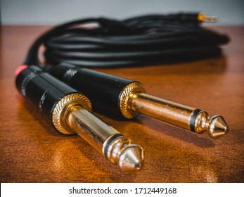 Cable tipe TRS to TS for audio and amplification, used to connect devices with 3.5 mini jack connection
