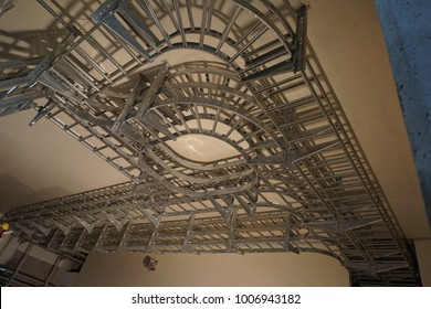 Cable tray for complex network system