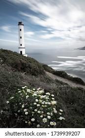 Faro de Cabo Home situado en la Costa da Vela, Cangas do Morrazo (Pontevedra - España)