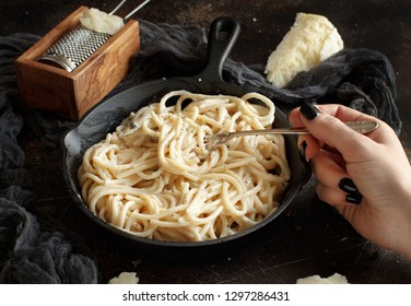 Cacio e pepe, italian cheese and pepper pasta close up