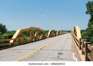 Caddo County, Oklahoma, USA: Pony Bridge (famous 38-Span Camelback Bridge on old Route 66 over South Canadian River - built in 1933).
