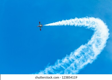 CADIZ, SPAIN-SEP 9: Aircrafts of the Patrulla Aguila taking part in a test on the 4th airshow of Cadiz on Sep 9, 2011, in Cadiz, Spain