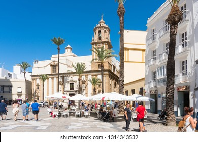 Cadiz,Spain-august 9, 2018:tourists walking through the streets and squares of Cadiz during a sunny day