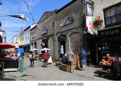 Caernarfon, Gwynedd, Wales, UK.  30 July 2017.  People in pedestrianized street.