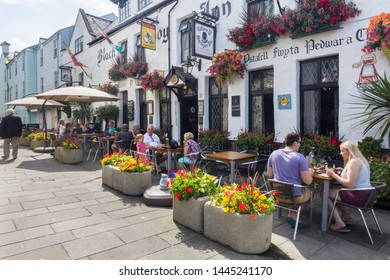 Caernarfon, Wales - August 18th 2015: People eating and drinking ar the Black Boy Inn, Palace Street. Pub linches are very popular in good weather.