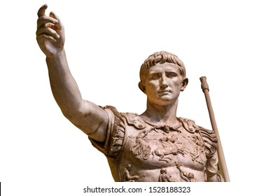 Caesar Augustus, der erste Kaiser des antiken Rom. Bronze-monumentale Statue im Zentrum von Rom einzeln auf weißem Hintergrund