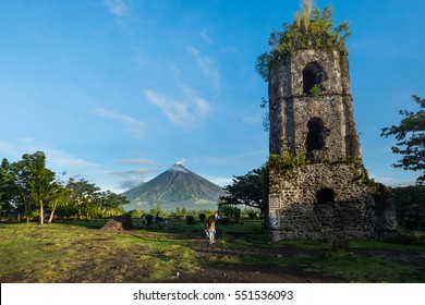Cagsawa church ruins with Mount Mayon volcano in the background, Legazpi, Philippines