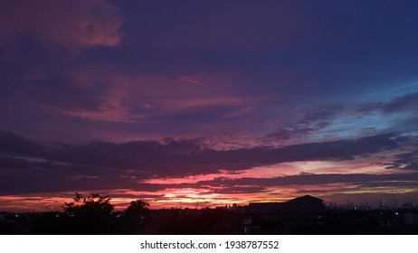 cahaya sunset mempunyai keindahan masing-masing di setiap warna nya,begitu juga manusia